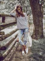 Biała bluzka w paski z koronkowym wykończeniem na plecach                                  zdj.                                  7
