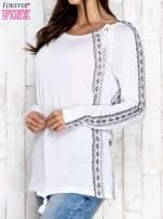 Biała bluzka z motywami azteckimi i chwostami                                                                          zdj.                                                                         3