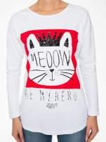 Biała bluzka z nadrukiem kota z koroną i napisem MEOW