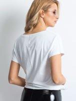 Biała bluzka z roślinnym motywem i perełkami                                  zdj.                                  3