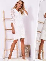 Biała koronkowa sukienka z szerokimi rękawami                                  zdj.                                  4