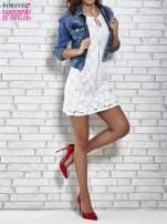 Biała koronkowa sukienka z wiązaniem przy dekolcie                                  zdj.                                  2