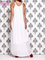 Biała sukienka maxi z wiązaniem przy dekolcie                                                                          zdj.                                                                         4