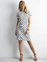 Biała sukienka w grochy z wiązaniem                                  zdj.                                  4
