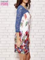 Biała sukienka w kwiaty z koronkowym karczkiem                                  zdj.                                  3