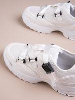 Białe buty sportowe z wiązaniem i zapięciem na klips                                  zdj.                                  3
