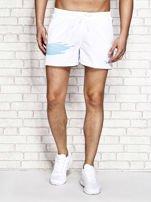 Białe męskie szorty kąpielowe z nadrukiem                                  zdj.                                  1