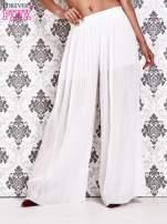 Białe plisowane spodnie palazzo