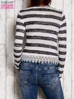 Biało-czarna bluzka w paski z koronką                                  zdj.                                  4
