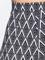 Biało-czarna trapezowa spódnica w geometryczne wzory w stylu op-art                                                                          zdj.                                                                         5