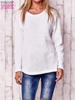 Biały dzianinowy sweter                                                                           zdj.                                                                         1