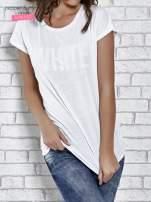 Biały t-shirt damski z napisem WHITE                                  zdj.                                  1