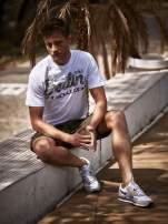 Biały t-shirt męski z nadrukiem moro
