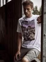 Biały t-shirt męski ze zdjęciem miasta                                  zdj.                                  1