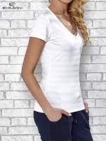 Biały t-shirt sportowy w paseczki                                                                          zdj.                                                                         3