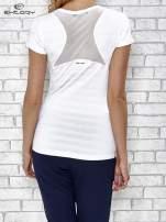 Biały t-shirt sportowy w paseczki                                                                          zdj.                                                                         4