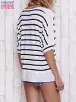 Biały t-shirt w paski z tiulowymi wstawkami                                  zdj.                                  4