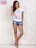 Biały t-shirt z dżetami                                                                          zdj.                                                                         2