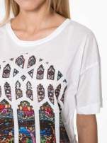 Biały t-shirt z motywem religijnym