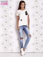 Biały t-shirt z motywem serca i kokardki