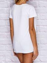 Biały t-shirt z motywem ust                                  zdj.                                  2