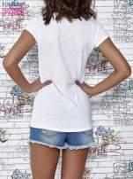 Biały t-shirt z napisem BARBIE WANTS TO BE ME                                                                          zdj.                                                                         4