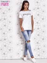 Biały t-shirt z napisem BONJOUR                                  zdj.                                  2