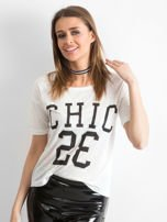Biały t-shirt z napisem CHIC 23                                  zdj.                                  5