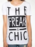 Biały t-shirt z napisem THE FREAK IS CHIC                                                                          zdj.                                                                         7