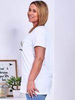 Biały t-shirt z napisem z dżetów PLUS SIZE                                  zdj.                                  5