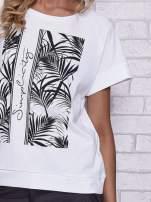 Biały t-shirt z palmowym nadrukiem                                                                          zdj.                                                                         5