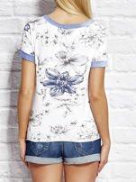 Biały wiązany t-shirt z kwiatowym nadrukiem                                  zdj.                                  2