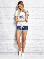 Biały wiązany t-shirt z kwiatowym nadrukiem                                  zdj.                                  5