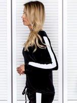 Bluza damska welurowa z jasnymi modułami czarna                                  zdj.                                  3