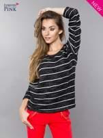 Bluza w biało-czarne paski z koronkową aplikacją na ramionach                                  zdj.                                  2
