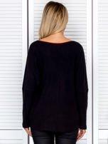Bluzka damska z kontrastową lamówką czarna                                  zdj.                                  2