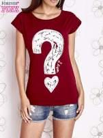 Bordowy t-shirt z nadrukiem znaku zapytania
