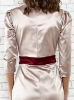 Brązowa elegancka sukienka z satyny z drapowaniem                                  zdj.                                  6