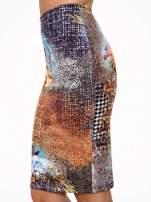 Brązowa ołówkowa spódnica z artystycznym nadrukiem                                  zdj.                                  7