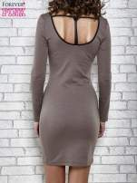 Brązowa sukienka z dekoltem na plecach                                  zdj.                                  2