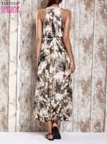 Różowa wzorzysta sukienka maxi z dżetami