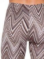 Brązowe legginsy z nadrukiem geometrycznym                                  zdj.                                  6
