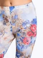 Brązowe legginsy z nadrukiem w kolorowe kwiaty                                  zdj.                                  5