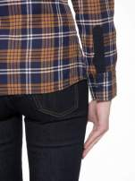 Brązowo-granatowa damska koszula w kratę z kieszonkami i naszywką                                  zdj.                                  10