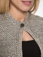 Brązowy melanżowy dzianinowy mini żakiet zapinany na jeden guzik                                  zdj.                                  5