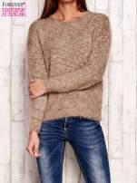 Brązowy melanżowy sweter z dłuższym włosem                                                                          zdj.                                                                         1