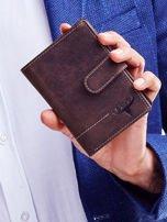Brązowy skórzany portfel męski z wytłaczanym logiem                                  zdj.                                  1