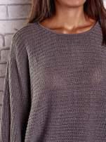Brązowy sweter oversize z rozcięciami po bokach                                  zdj.                                  6