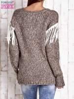 Brązowy wełniany sweter z frędzlami                                  zdj.                                  4