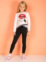 Brzoskwiniowa asymetryczna bluzka dziewczęca nadrukiem ust                                  zdj.                                  4